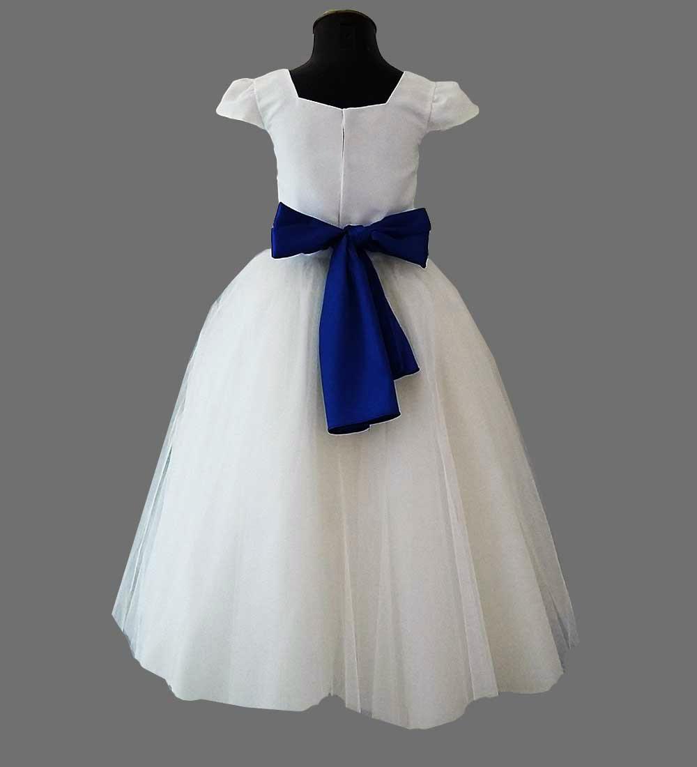 Vestido branco com faixa azul